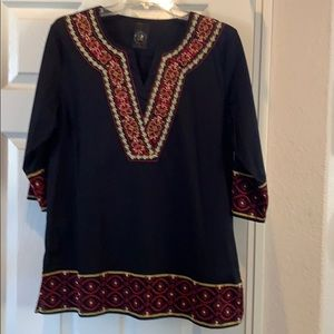 Beautiful 3/4 sleeve tunic with embroidery